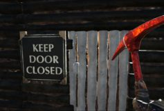 Keep Door Closed ByUranus